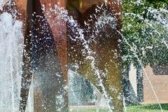 Фонтан течет замороженное во времени Стоковое Изображение RF