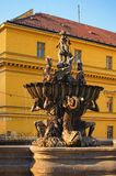 Фонтан тритона во время в Olomouc, чехии Заход солнца в лете Стоковые Фотографии RF