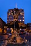 Фонтан тритона на квадрате Barberini, Риме, ландшафте города Italy.Night Стоковая Фотография RF