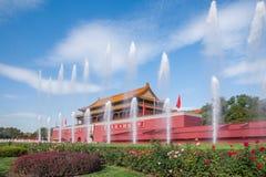 Фонтан фронта Тяньаньмэня музея национального дворца Пекина стоковые изображения