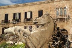 Фонтан Artemide. Сиракуз (Siracusa, Sarausa) стоковые фотографии rf
