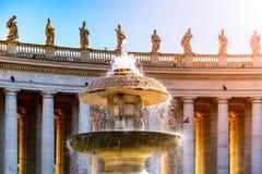 Фонтан Bernini на базилике St Peters Квадрат St Peters, Ватикан стоковое фото
