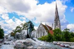 Фонтан Gefion и St Alban& x27; церковь s, Копенгаген Дания стоковое фото rf