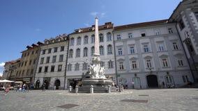 Фонтан Robba в Любляне сток-видео
