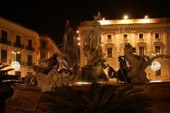 фонтан syracuse artemide стоковая фотография rf