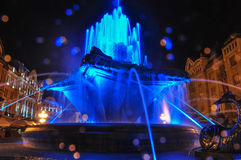 Фонтан Timisoara ночи молнии Стоковое Изображение
