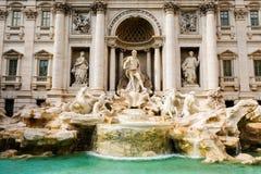 Фонтан Trevi, вид спереди Красивая барочная Фонтана di Trevi Nicola Salvi стоковое фото