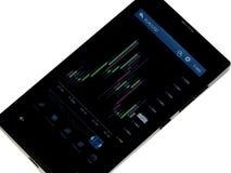 Фондовая биржа валют план-графика на мобильных устройствах Стоковое фото RF