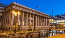 Фондовая биржа дворца на ноче, Франции Парижа-Brongniart Стоковые Изображения RF