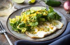 Форель и салат свежей воды стоковая фотография rf