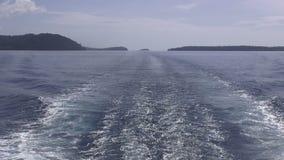 Формат HD: Красивое голубое бодрствование головного скачка корабля Тихого океана Тихий океан с побережья Канады и Аляски видеоматериал