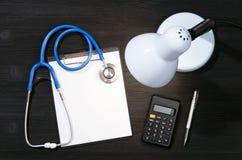 Форма вычисления медицинского страхования или цены обработки стоковые фото
