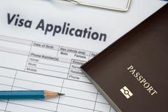 Форма заявления на выдачу визы для того чтобы путешествовать иммиграция деньги документа для стоковые изображения