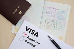 Форма заявления на выдачу визы для того чтобы путешествовать иммиграция деньги документа для стоковое изображение rf