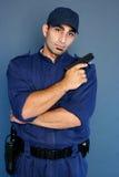 форма обеспеченностью офицера стоящая Стоковое фото RF