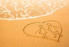 Форма пар внутри сердца моря на пляже Стоковое Фото