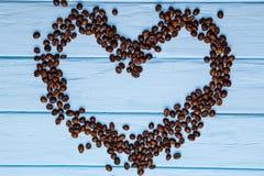 Форма сердца влюбленности от кофейных зерен Стоковое Изображение