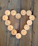 Форма сердца сделанная от горящих свечей Стоковая Фотография