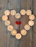Форма сердца сделанная от горящих свечей Стоковые Изображения