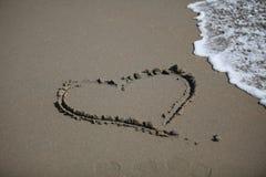 Форма сердца на пляже Стоковая Фотография RF