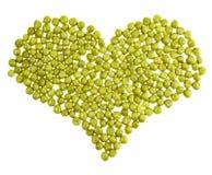 Форма сердца сделанная из зеленых изолированных горохов Стоковые Фото