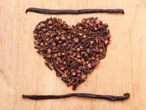 Форма сердца сделанная от гвоздичных деревьев специи Стоковые Изображения