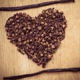 Форма сердца сделанная от гвоздичных деревьев специи Стоковое Фото