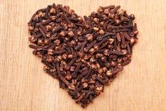 Форма сердца сделанная от гвоздичных деревьев специи Стоковая Фотография