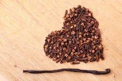 Форма сердца сделанная от гвоздичных деревьев специи Стоковая Фотография RF