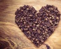 Форма сердца сделанная от гвоздичных деревьев специи Стоковое фото RF