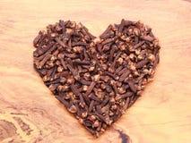 Форма сердца сделанная от гвоздичных деревьев специи Стоковое Изображение RF