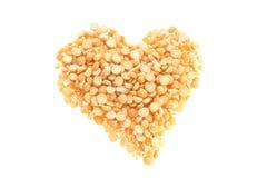Форма сердца сделанная от горохов разделенных желтым цветом Стоковые Изображения RF