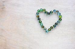 Форма сердца сделанная от мраморов с винтажным влиянием. концепция дня валентинок или концепция свадьбы. комната для текста. Стоковое Изображение