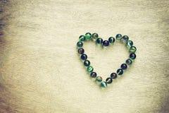 Форма сердца сделанная от мраморов с винтажным влиянием. концепция дня валентинок или концепция свадьбы. комната для текста. Стоковые Изображения