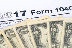 2017 форма 1040 с долларами Стоковые Фото