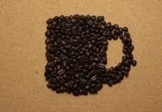 Форма чашки зажаренных в духовке кофейных зерен Стоковые Фото