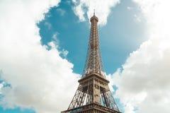 Форма Эйфелевой башни и сердца в облаках Стоковое Изображение RF