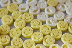 Форменная диаграмма сахар как улыбки в опарнике Пестротканые улыбки Концепция - счастливая жизнь совместно Стоковые Изображения RF
