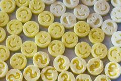 Форменная диаграмма сахар как улыбки в опарнике Пестротканые улыбки Концепция - счастливая жизнь совместно Стоковая Фотография