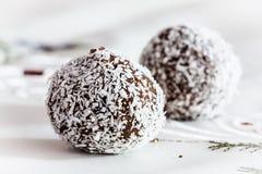 Форменные помадки шоколада сферы стоковая фотография rf