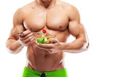 Форменный и здоровый человек тела держа свежую салатницу, форменный ab стоковые изображения