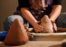 формировать горшечника глины Стоковая Фотография RF