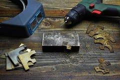 Формировать латунные углы для кожаной связанной обложки книги стоковое фото