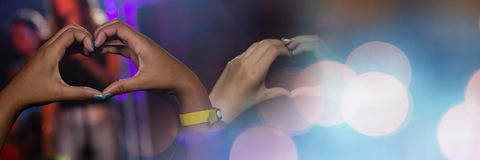Формировать сердца с руками стоковые изображения rf
