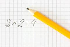 Формула и карандаш математики на приданной квадратную форму бумаге Стоковое Изображение RF