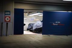 Формула 1 2018 Команда Toro Rosso красный Bull гаража стоковая фотография rf