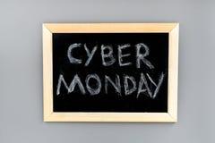 Формулирует кибер понедельник написанный на классн классном на сером взгляд сверху предпосылки Стоковая Фотография RF