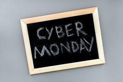 Формулирует кибер понедельник написанный на классн классном на сером взгляд сверху предпосылки Стоковое Фото