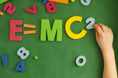 Формула E=mc2 Эйнштейна стоковые фото
