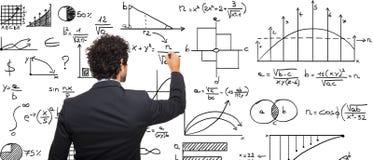 Формулы математики сочинительства бизнесмена стоковое изображение rf